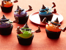 Decorating Witch Crash Cupcakes