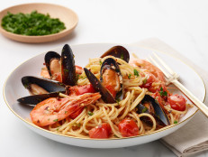 Spaghetti with Shrimp, Mussels and Baby Tomatoes
