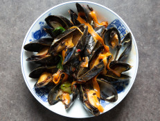 Chinese Wok-Tossed Mussels in Black Bean Sauce