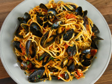 Spicy Mussels with Muscle and Linguini
