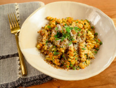 Creamy Fusilli with Carrots, Peas and Breadcrumbs