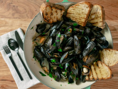 Simple Steamed Mussels