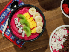 Dragon Fruit Smoothie Bowls