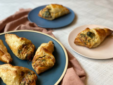 Cheesy Spinach Puff Pastry Bites