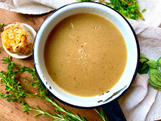 Gluten-Free Roasted Garlic and Herb Gravy