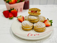 Strawberry Cheesecake Whoopie Pies