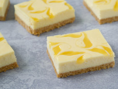 Lemon Cheesecake Squares