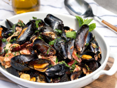 Mussels with Mint, Chilies, and Bacon