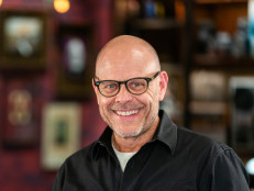 Alton Brown Cooks Live: Roasted Snapper, Island Edition