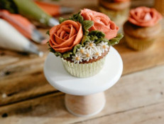 How to Pipe Spiced Buttercream Roses on Pumpkin Cupcakes
