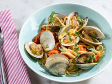 Linguine with Clams, Cherry Tomatoes and Basil