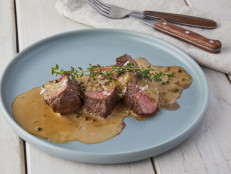 Steak au Poivre (Fillet in Green Peppercorn Sauce)